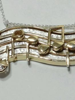 Photo of Northwest Indiana 14K gold necklace.