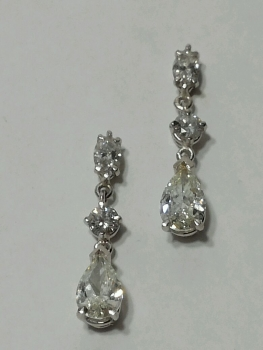 Photo of diamond earrings Northwest Indiana.