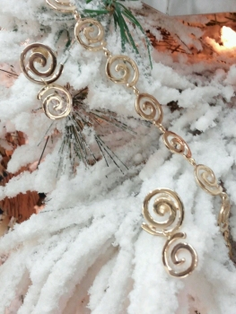 Photo of gold necklace St. John.