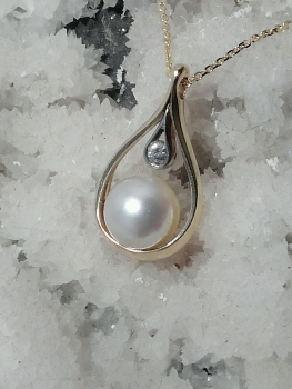Photo of pearl necklace Northwest Indiana.