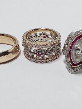 Photo of vintage jewelry Valparaiso.