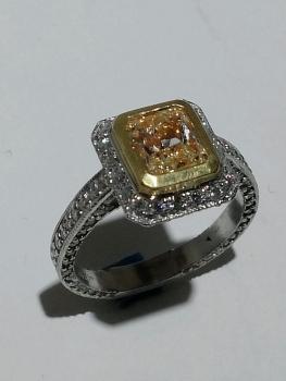Photo Yellow Diamond Engagement Dyer.