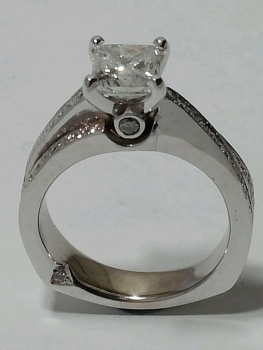 Photo of platinum jewelry Crown Point.