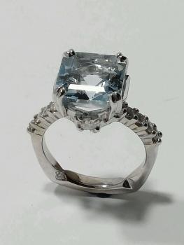 Photo of blue engagement ring Northwest Indiana.