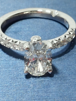 Photo of engagement ring Lowell.