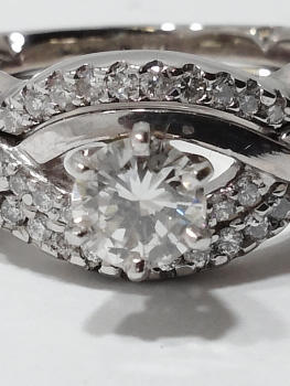 Photo of Valparaiso diamond engagement ring.