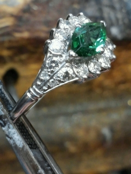 Photo of emerald jewelry Northwest Indiana.